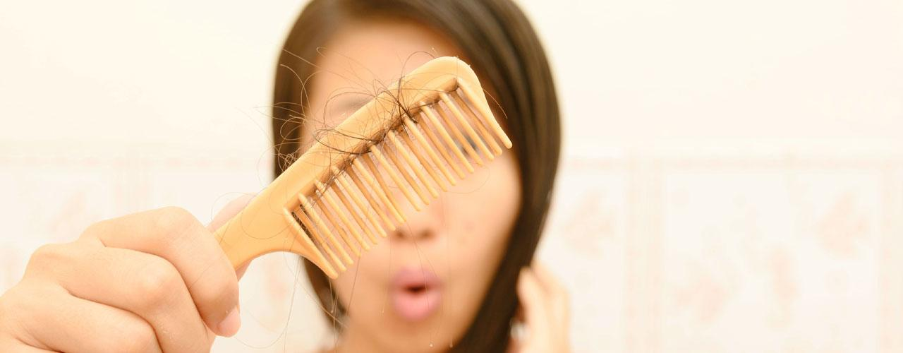 تساقط الشعر عند النساء الاسباب والحلول